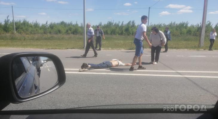 В Чебоксарском районе на трассе М7 иномарка сбила мужчину