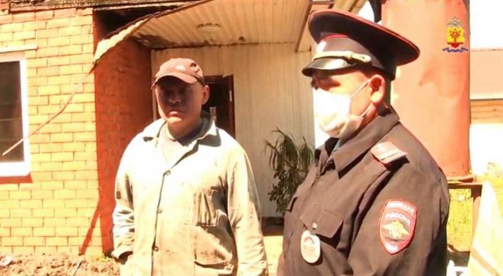 Полицейский спас семью с маленькими детьми во время пожара