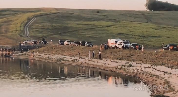 Мужчина утонул в пруду на глазах знакомых в Канашском районе