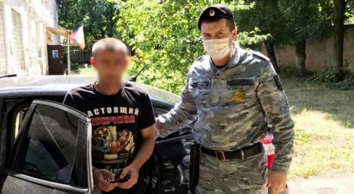 Алиментщик задолжал 630 тысяч рублей: его забрали на выходе из колонии