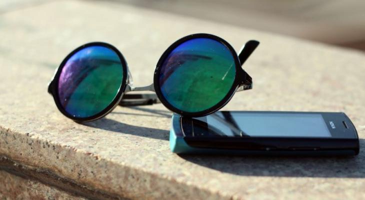 Эксперт рассказал, как правильно пользоваться смартфоном в жару