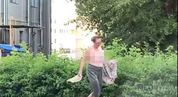 Женщина с обнаженной грудью гуляла по улицам Чебоксар: последствия жары?