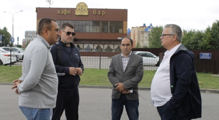 Чиновники осмотрели дворы Северо-Западного района