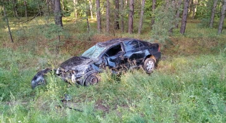 В Чувашии водитель вылетел в кювет и был придавлен своим авто