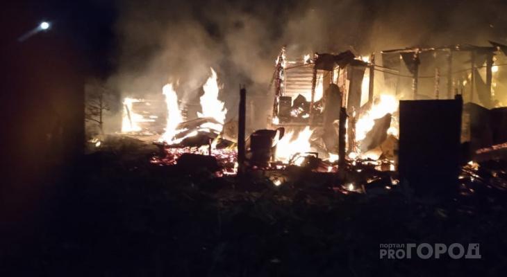 В Алатыре в пожаре умер мальчик, еще один ребенок госпитализирован
