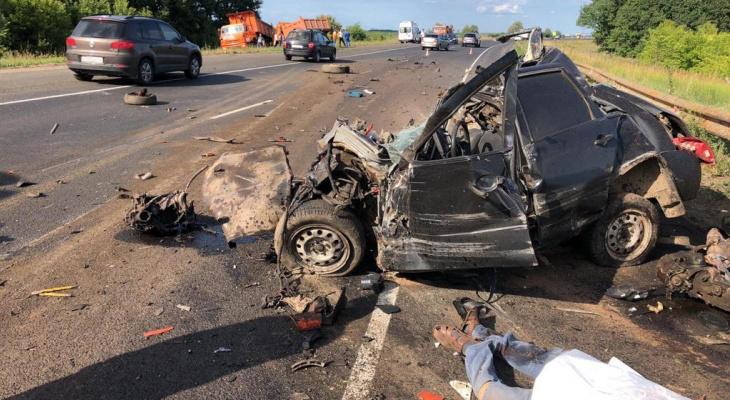 Возле Чебоксар произошло смертельное ДТП с тремя машинами