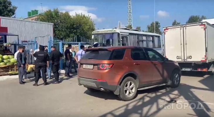 На Николаевском рынке в Чебоксарах полицейские проводят рейд
