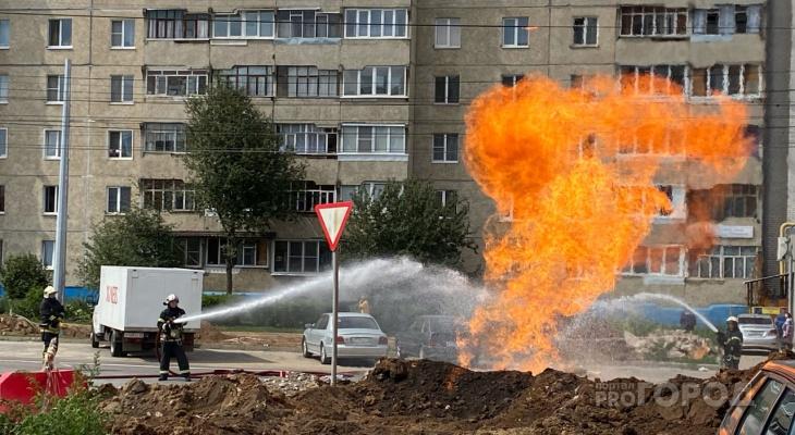 В Юго-Западном районе вспыхнул газопровод огненным фонтаном