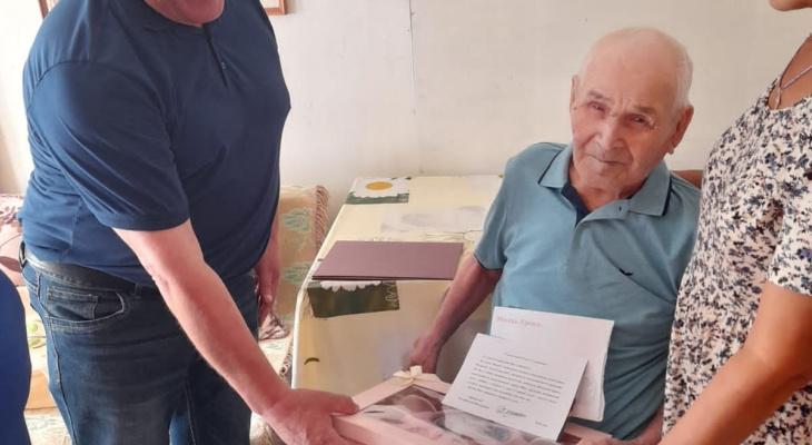 """Ветеран из деревни Аранчеево отметил 100-летний юбилей: """"Всем мирного неба над головой"""""""