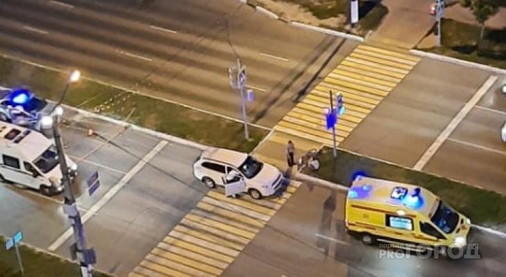 В Новочебоксарске шестилетний велосипедист проехал на красный и попал под машину