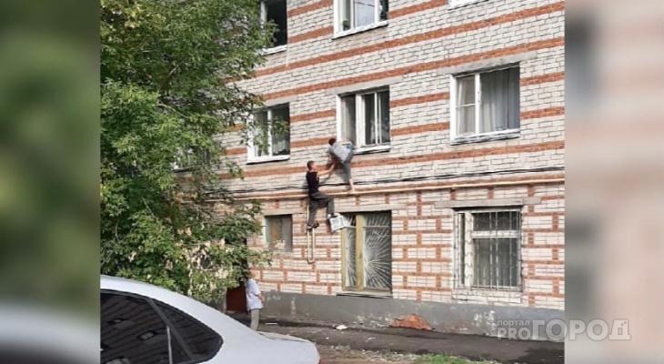 В Новочебоксарске с высоты второго этажа упала женщина: «Ой-ой, мама»
