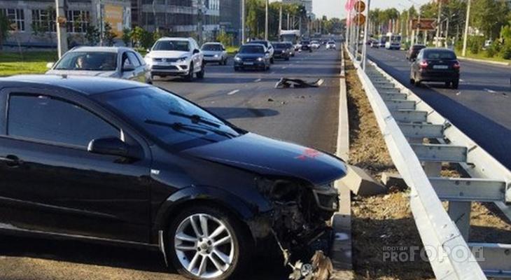 """В районе """"МТВ-Центра"""" Opel врезался в отбойник: водителя увезла скорая"""