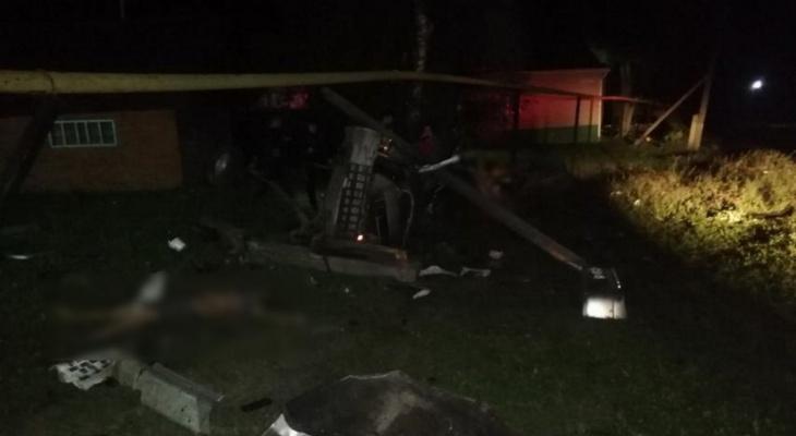 В Чувашии произошло смертельное ДТП: машину буквально намотало на столб