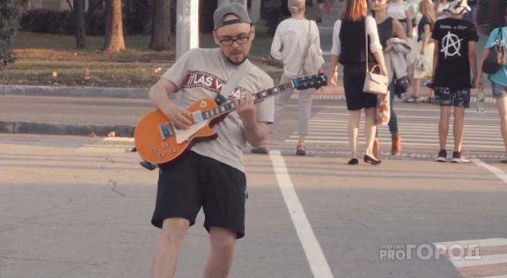 Уличный музыкант из Чебоксар стал популярным в США, Австралии, Норвегии, Германии и Франции