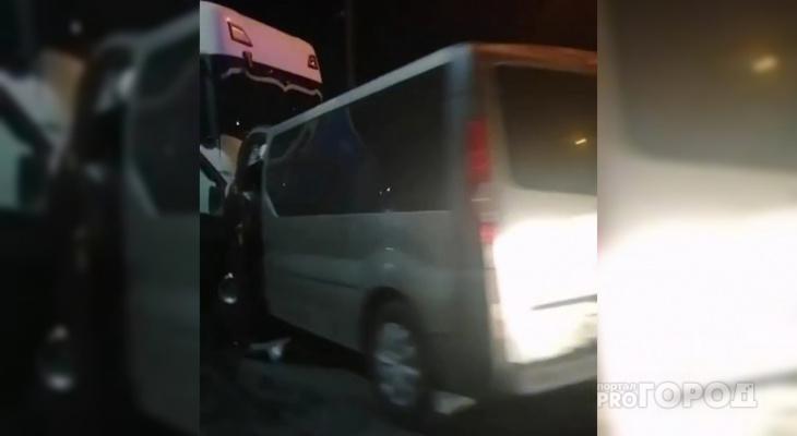 """Микроавтобус врезался в фуру в Нижегородской области: """"Сказали, что это был BlaBlaCar из Чебоксар"""""""