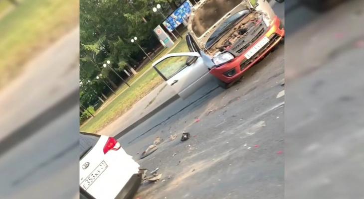 Крупная авария в Чебоксарах: столкнулись четыре машины
