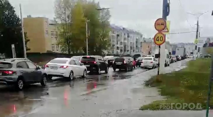 В Чебоксарах образовались восьмибалльные пробки: застрявший автобус заблокировал дорогу