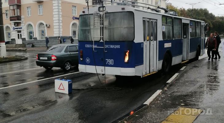 В Чебоксарах в час пик салон троллейбуса заволокло едким дымом