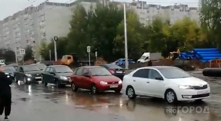 Ладыков после утренней километровой пробки рекомендовал автолюбителям пересесть на общественный транспорт