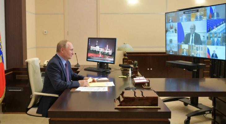 """Путин: """"Многие решения по социальному развитию инициировали депутаты ЕР"""""""