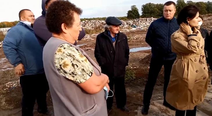 """Жители Цивильского района задыхаются от едкого дыма: """"После сильного дождя у нас загорелся мусорный полигон"""""""
