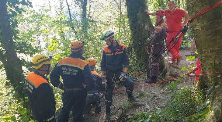 Чебоксарец во время отдыха в Сочи упал с высокой скалы: с серьезными травмами его вытаскивали альпинисты