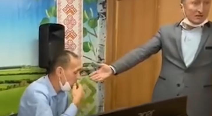 В Чувашии председателя избирательной комиссии обвинили в фальсификации: после этого он съел акт