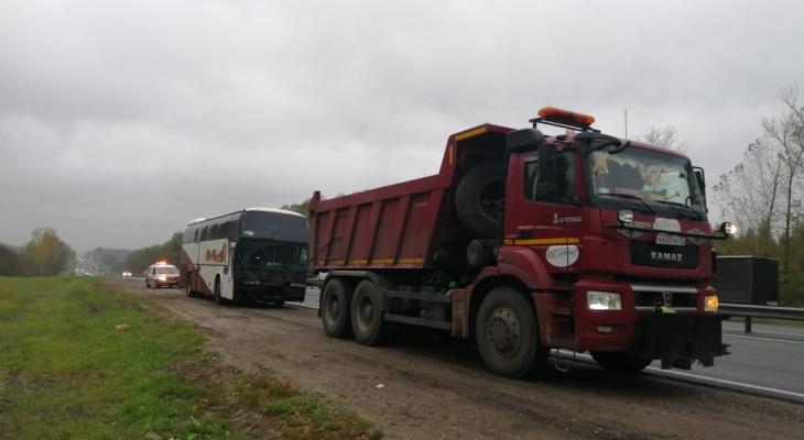 Около 40 пассажиров, ехавших в Чебоксары, застряли на трассе со сломанным автобусом