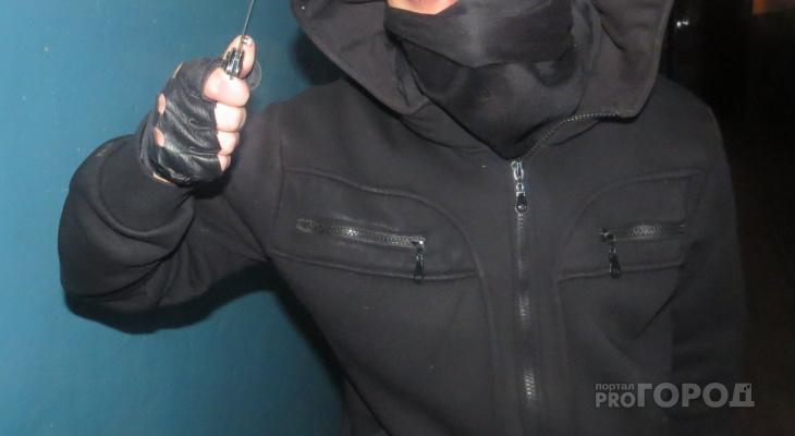 В Вурнарском районе двое раненых мужчин убежали от пьяного преследователя