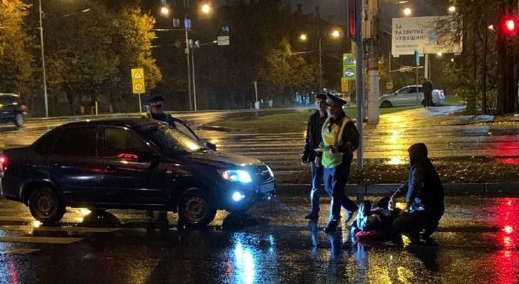 В Чебоксарах на пешеходном переходе сбили человека