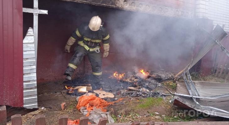 В Цивильске под балконом пятиэтажки начался пожар