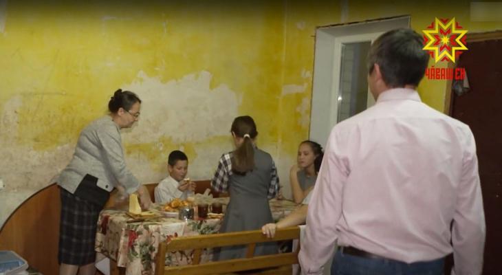 Отец десяти детей ищет третью работу, чтобы закрыть кредит, потраченный на финансовую пирамиду