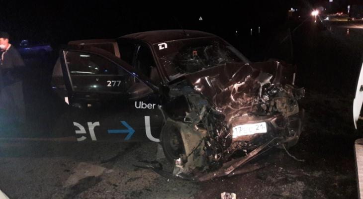 На перекрестке в Цивильском районе при столкновении двух машин пострадали семь человек