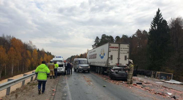 В Марий Эл в массовой аварии из пяти автомобилей пострадала и машина из Чувашии