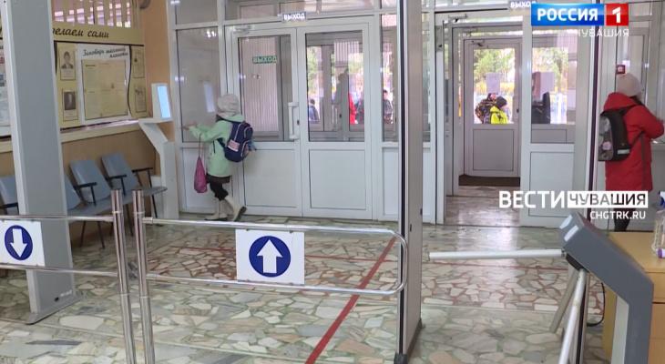 В школах Чувашии тоже работает пропуск по QR-коду: а какие ограничения действуют для детей