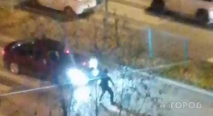 Пьяный парень на оживленной дороге кидался под машины