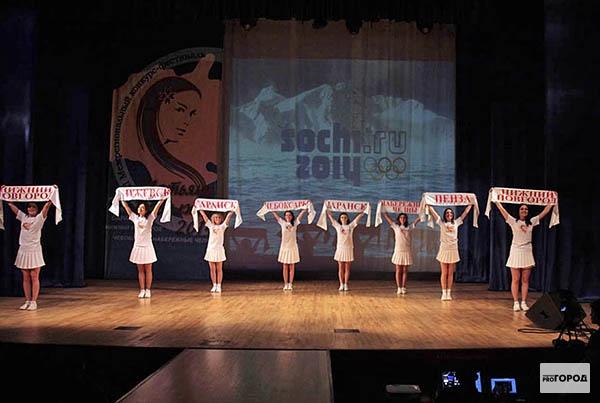 В фестивале участвовало восемь девушек.