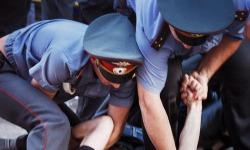 В Чебоксарах рецидивист снова избил сотрудника полиции