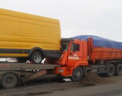 В Чувашии водитель на КамАЗе врезался в грузовик, перевозивший машины