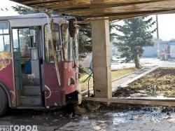 Предварительная версия причины ДТП, где троллейбус протаранил автомобиль и здание